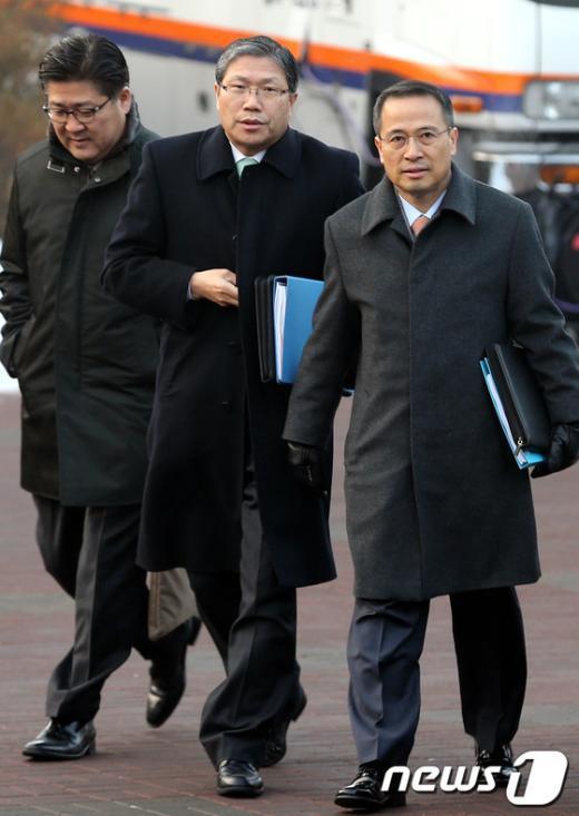 [사진]업무보고 위해 인수위 찾은 외교부 관계자들