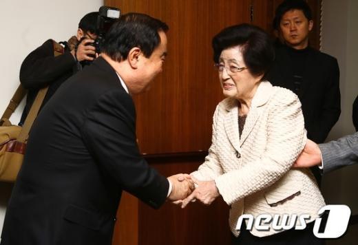 [사진]이희호 여사 찾아간 문희상 위원장