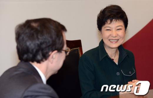 [사진]박근혜 당선인, 주한프랑스대사 접견