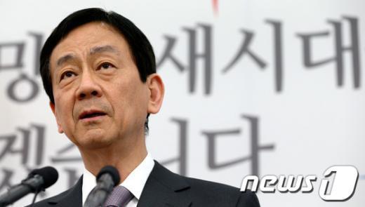 [사진]답변하는 진영 부위원장