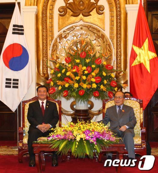 [사진]강창희 의장, 응웬 신 흥 베트남 국회의장 면담