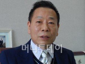 송영민 띵터라이아동복 사장.