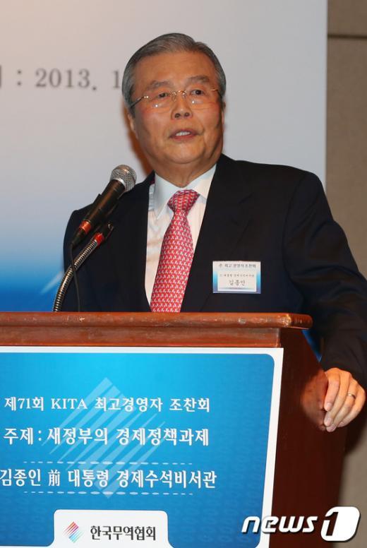 [사진]특강하는 김종인 전 국민행복추진위원장