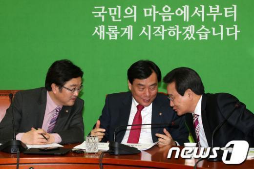 [사진]논의하는 민주통합당