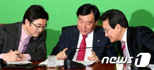 [사진]논의하는 민주당 원내지도부
