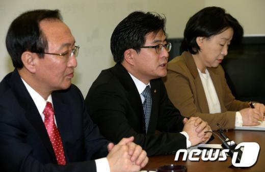 [사진]모두 발언하는 박원석 원내대변인