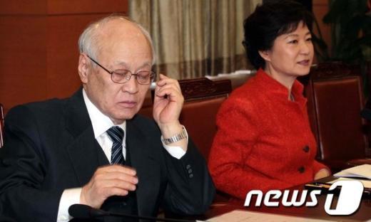[사진]朴 당선인과 김용준 국무총리 후보자