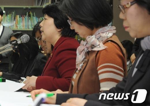 [사진]인사말하는 김예리 센터장