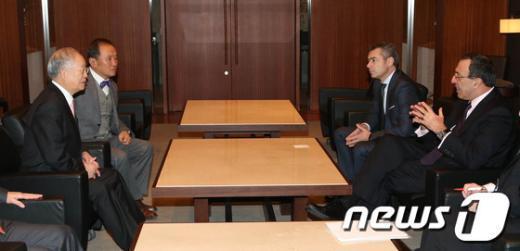 [사진]손경식 회장, 불가리아 前 대통령 접견