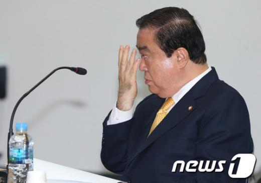 [사진]생각에 잠긴 문희상 비대위원장