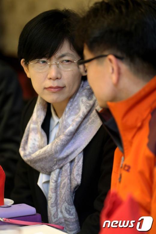 [사진]영도조선소 상황 관련 대화 나누는 이정희 전 대표