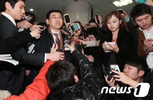 [사진]착잡한 심경 밝히는 이맹희 측 소송대리인
