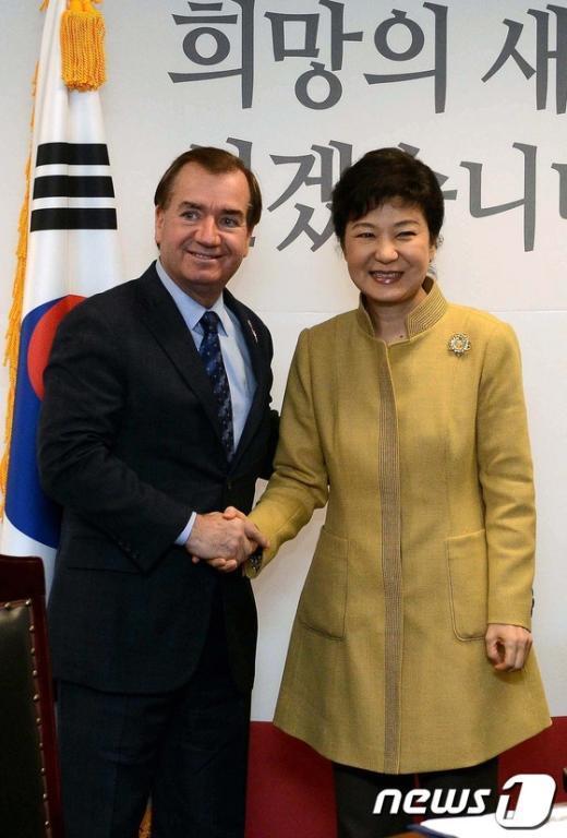 [사진]美 하원 의원단 접견하는 박근혜 당선인