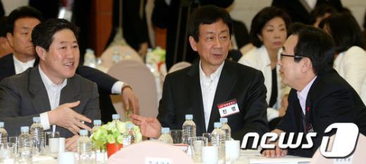 [사진]이야기 나누는 진영-유기준-서병수