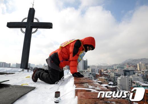 [사진]재능교육 해고 노동자, 종탑 고공농성 돌입