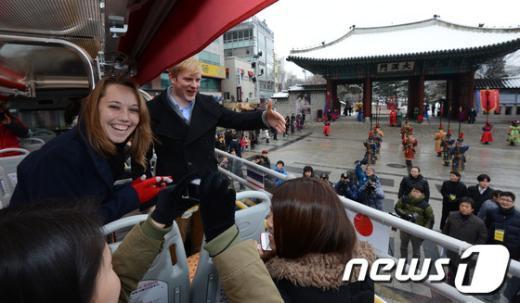 [사진]천장개방형 2층버스...22일 첫 운행