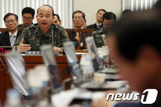 [사진]북한 핵실험 관련 질의 답하는 합참의장