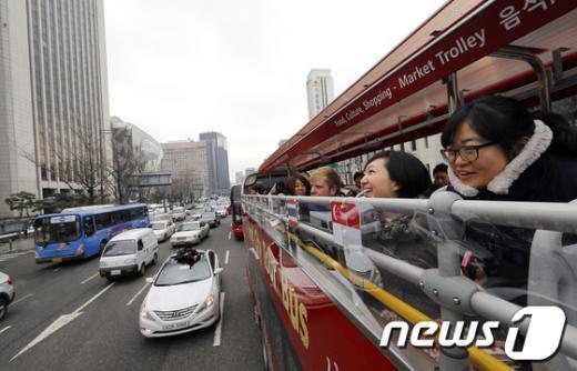 [사진]천장개방 버스타고 서울구경