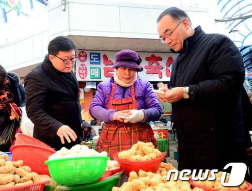 [사진]안양남부시장 방문한 박재완 장관