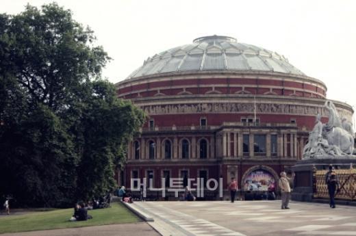 ↑ 프롬스 페스티벌이 열리는 로열 앨버트 홀(Royal Albert Hall) 의 모습.