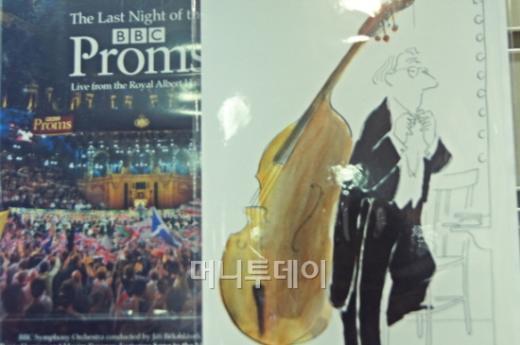 ↑로열앨버트 홀 내부에 붙어있는 프롬스 포스터.