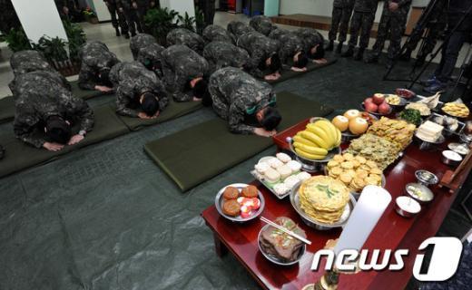 [사진]군에서 설 보내는 장병들