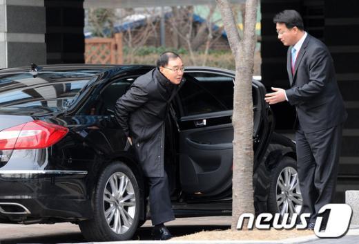 [사진]출근하는 정홍원 총리 후보자
