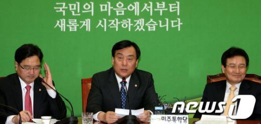 [사진]모두 발언하는 박기춘 원내대표