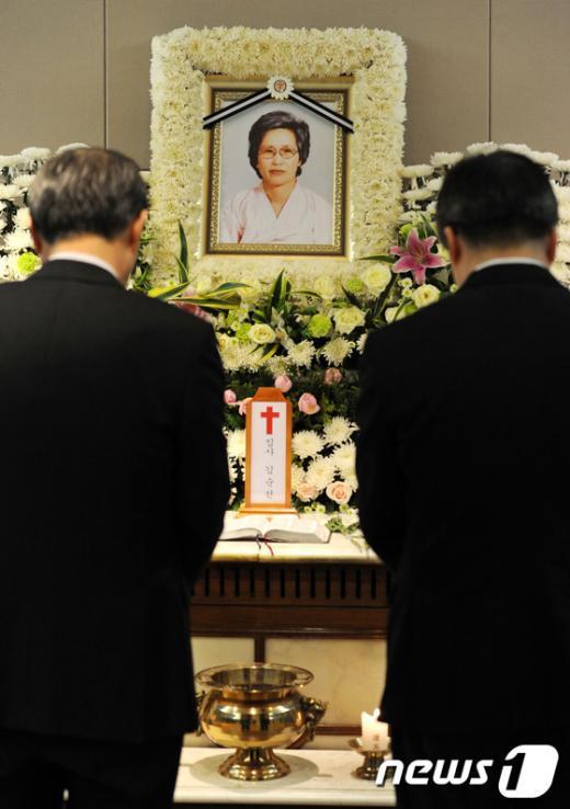 [사진]김순전 할머니 조문하는 조문객들