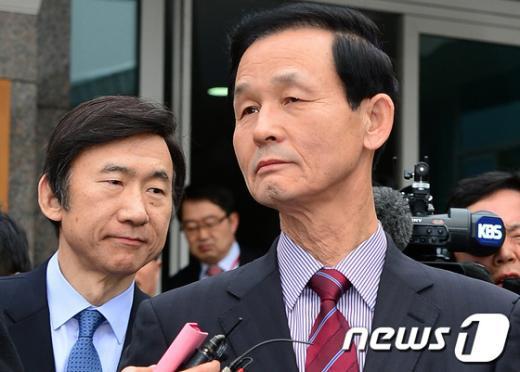 [사진]朴 당선인 집무실로 향하는 김장수-윤병세