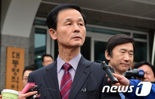 [사진]北 핵실험 강행, 朴 당선인 집무실로 향하는 김장수 내정자