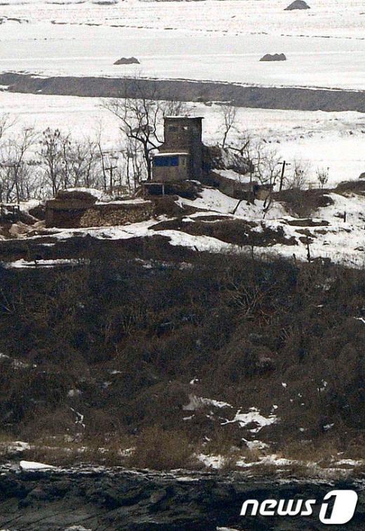 [사진]긴장감 흐르는 북한 군초소