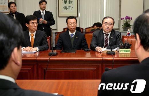 [사진]보고하는 외교-통일-국방부 차관