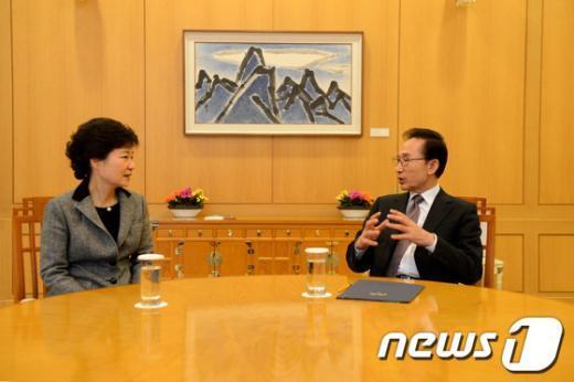 [사진]李대통령-朴당선인, 북 핵실험 대응방안 논의