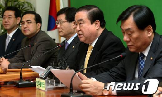 [사진]모두 발언하는 문희상 비대위원장