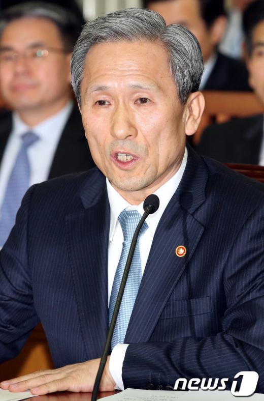 [사진]北핵실험 관련 답변하는 김관진 장관