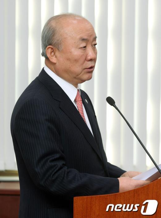 [사진]통일부 장관, 북핵 현안보고