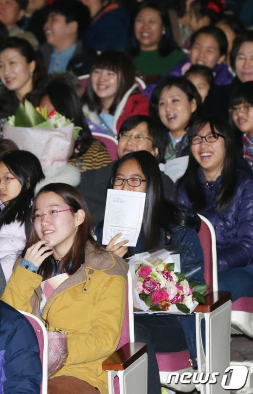 [사진]밝게 웃는 졸업식