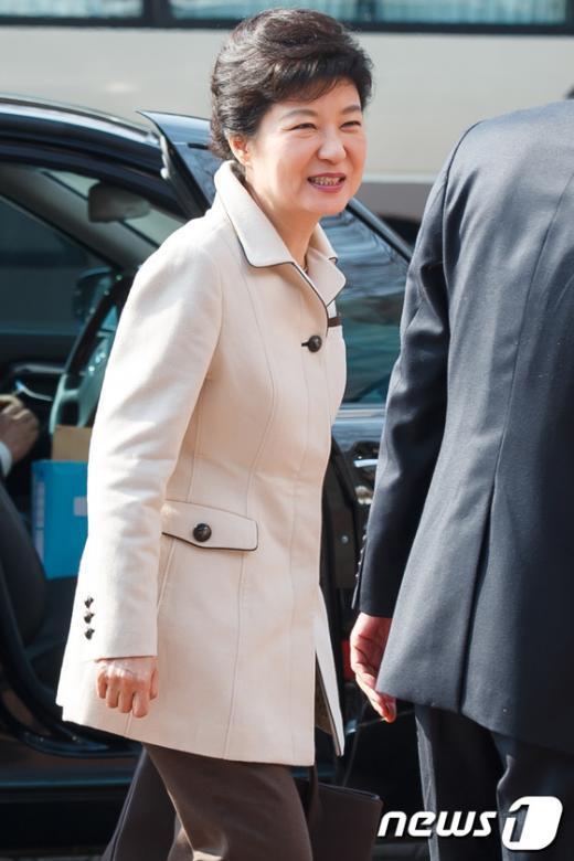 [사진]인수위 도착한 박근혜 당선인