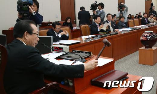 [사진]외통위, 북 핵실험 규탄 결의안 상정