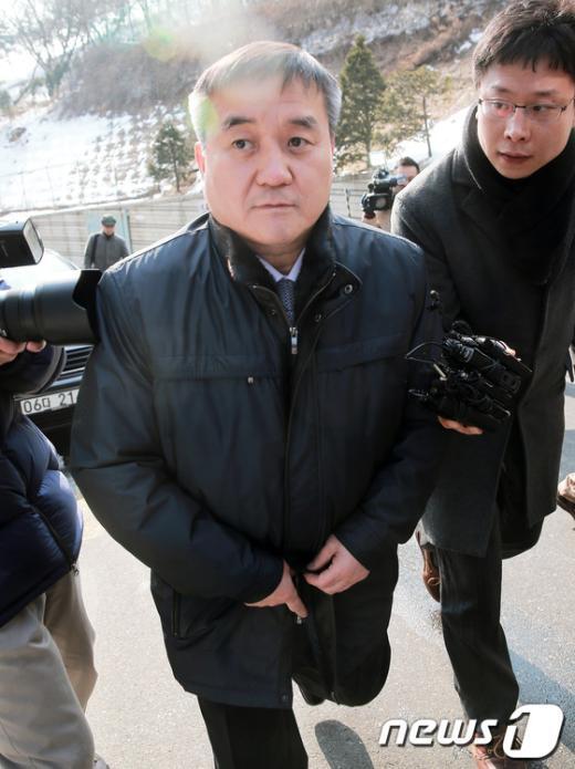 [사진]법정 나서는 김태환 전 행정관