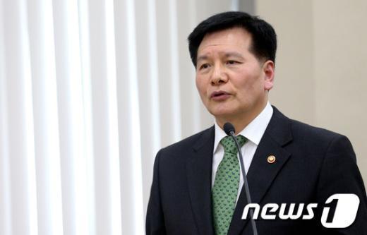 [사진]국회 환노위 출석한 이채필 장관
