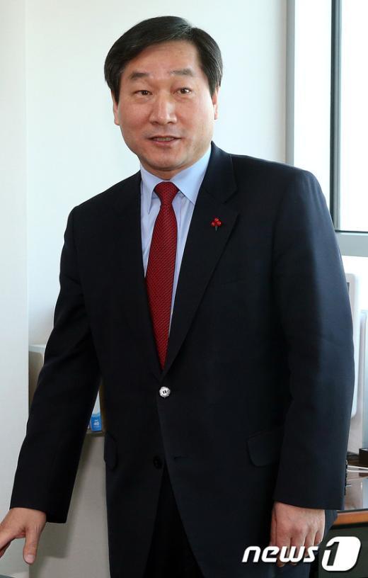 [사진]지명 소감 밝히는 유정복 안전행정부장관 후보자