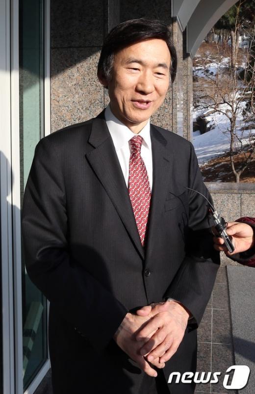 [사진]외교부 장관 내정 소감 밝히는 윤병세