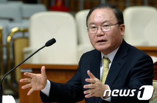 이동흡 헌법재판소장 후보자가 지난 1월 22일 국회 인사청문회에서 질의에 답하고 있다.   News1 박정호 기자
