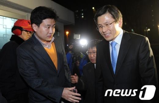 [사진]자택으로 귀가하는 황교안 법무부 장관 내정자