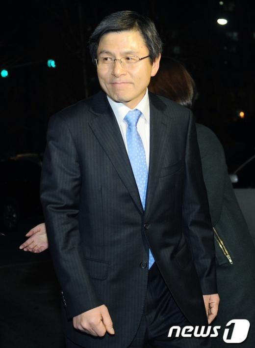 [사진]귀가하는 황교안 법무부 장관 내정자