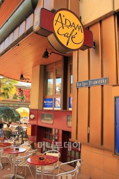 ↑몽트뢰 시내에 있는 스트라빈스키 거리(Rue Igor Stravinsky)의 카페. ⓒ 송원진