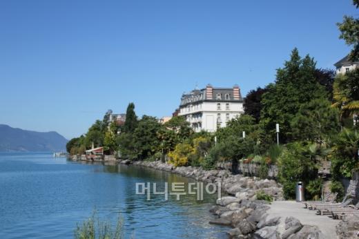 ↑ 그림같은 몽트뢰 호숫가 모습. ⓒ 송원진