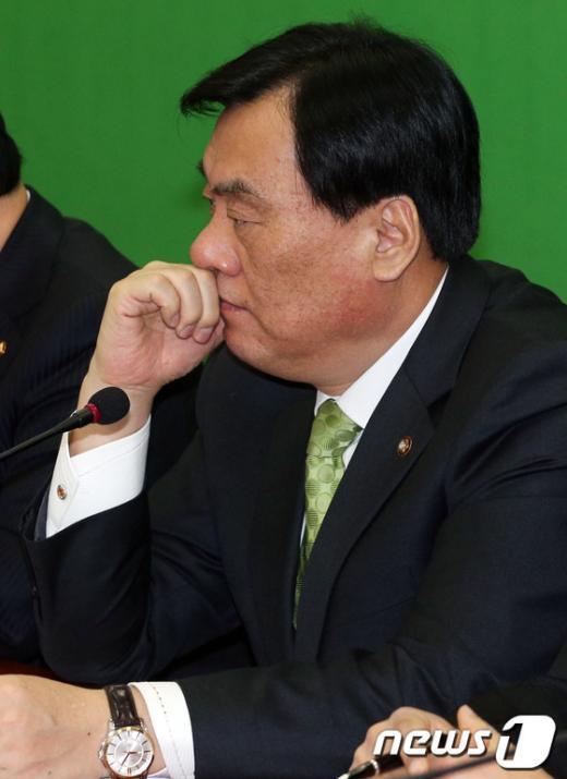 [사진]심각한 박기춘 원내대표